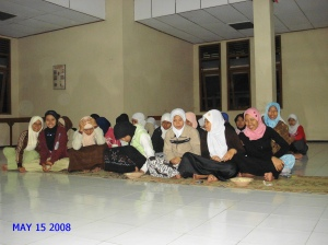 Mahasiswi peserta kajian agama Islam Asrama I Poltekkes Ykt.