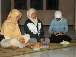 Sebagian dari jamaah putri psrt kajian Islam Asrama I