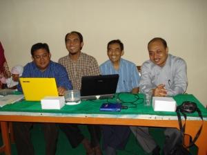 Panitia pelatihan berfoto bersama Bpk Robert dari Badan PPSDM Jakarta