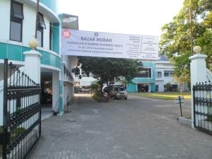 Pintu gerbang masuk ke Kampus Terpadu Poltekkes Ykt dari arah Jl. Tata Bumi.